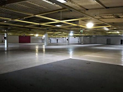 Local commercial Agen 3700 m2